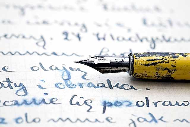 カジュアルで楽しい!筆ペンを使用したブラッシュカリグラフィーとは?